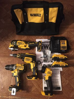 DeWalt. 20V MAX XR Lithium Ion 4-Piece Brushless Cordless Combo Kit. for Sale in Brooklyn, NY