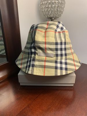 Authentic Vintage Burberry Reversible Bucket Hat for Sale in Queens, NY