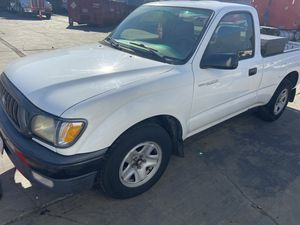 Toyota Tacoma 2004 4 cylinder standard for Sale in Los Angeles, CA