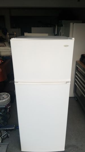 Sanyo white refrigerator for Sale in San Diego, CA
