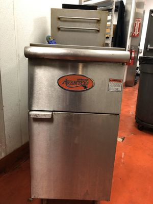 Avantco FF300 natural gas 40lb. Stainless steel floor fryer for Sale in Centreville, VA