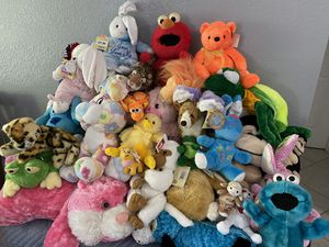 34 stuffed animals for Sale in Fort Myers, FL