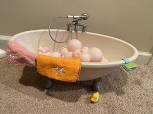 American girl bubble bath tub for Sale in OH, US