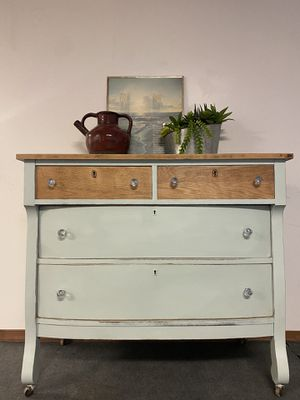 Mint antique dresser for Sale in Lititz, PA