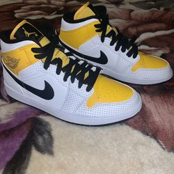 Ds Nike Air Jordan 1 Mid Perforated White University Gold Women Sz 8.5 BQ6472-107 for Sale in Vacaville,  CA