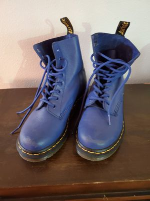 Like new Dr Martin boot sz 4 for Sale in Kenmore, WA