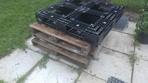 FREE PALLETS for Sale in Columbus, OH