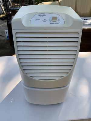 WHIRLPOOL DEHUMIDIFIER / NICE CONDITION for Sale in Houston, TX