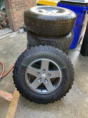 Jeep Stock Rims w Tires, Great Condition for Sale in Avon Park, FL