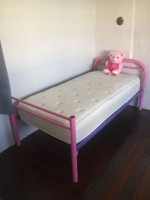 Kids Serta bed with frame from rooms to go for Sale in Edinburg, TX