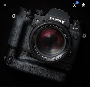Fujifilm Xt1 with Lens & extended battery grip for Sale in Bell Gardens, CA