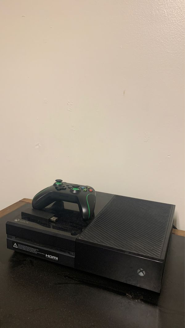 XBOX ONE WITH CONTROLLER (good condition)