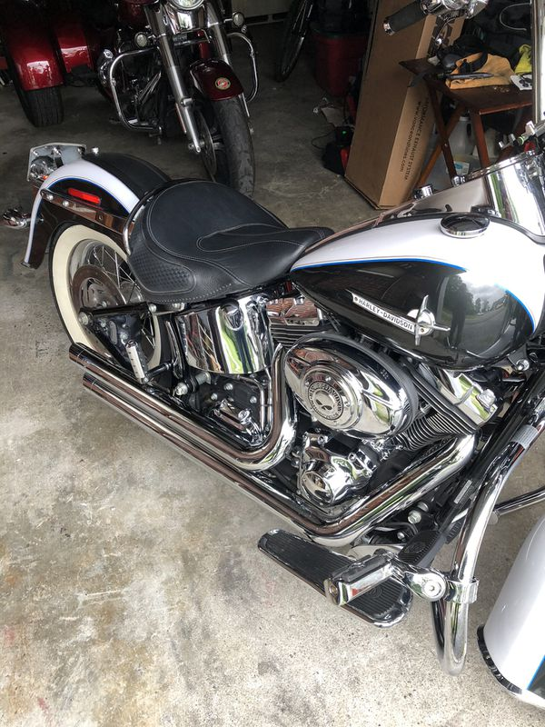 Vance&Hines Staggered BigShots for 08 to 12 HD Softail deluxe