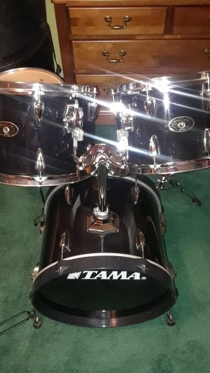 TAMA 5pc piano black drum set with foot pedal and Hardware for Sale in UPPR MARLBORO, MD