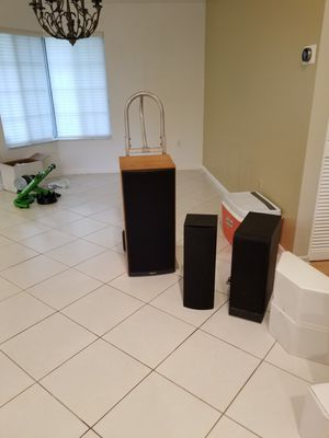 Klipsch speakers with center channel speaker for Sale in Port St. Lucie, FL