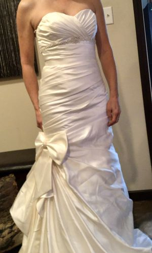 Size 4 amazing fitted wedding dress for Sale in Conroe, TX