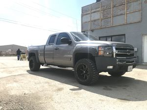 2008 silverado z71 trade for semi truck for Sale in Aurora, IL