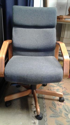 CLASSY OFFICE CHAIR very good condition for Sale in Zion, IL