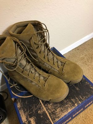 Size13 combat boots w/safety toe for Sale in Newport News, VA