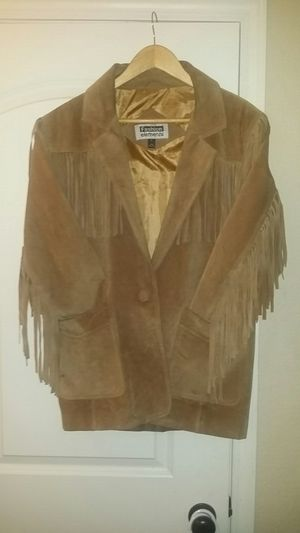 Vintage 100% leather Fringe jacket,only worn a cpl times,very nice condition,nt tears,no stains,no damage for Sale in Tulsa, OK