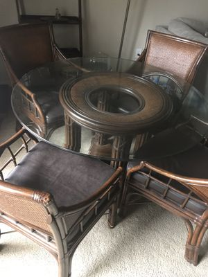6-piece glass top dining set for Sale in Atlanta, GA