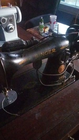 Singer sewing machine for Sale in Columbus, OH