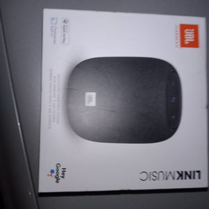JBL Harmon Carmen Link Music Smart Speaker With Chromecast Built Into It for Sale in Tacoma, WA