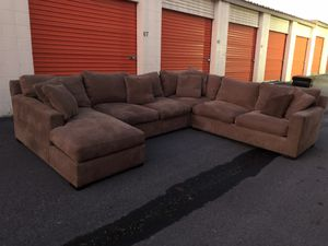 Crate&barrel sectional for Sale in Doraville, GA