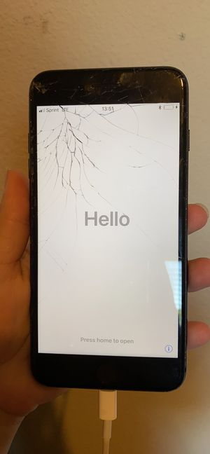 iPhone 7 Plus (cracked screen) for Sale in Gresham, OR