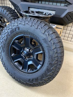 🚨🔴⚪️2020 Jeep Gladiator MOJAVE Wheels and Tires⚪️🔴🚨 for Sale in Union Park, FL