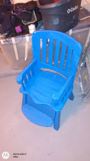 Kids chair and desk for Sale in San Antonio, TX