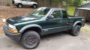 2003 chevy s10 $2999 4x4 zr2 for Sale in Danbury, CT