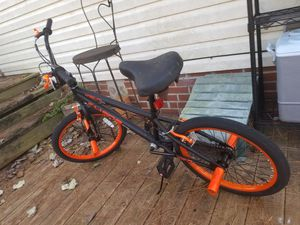 """Kent 20"""" box bike with air foot pump for tires for Sale in Cordele, GA"""