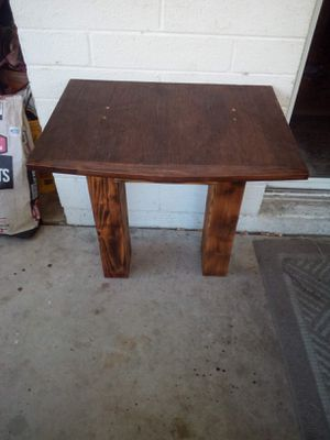 UNIQUE RUSTIC DESK RED MAHOGANY STAIN AND BURNED ASKING $25 SIZE IS 2FT LONG 18IN FRONT TO BACK 25IN TALL DRAWER IS 9IN DEEP AND 7IN WIDE for Sale in Phoenix, AZ