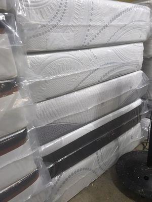 Queen size memory foam mattress $299. for Sale in Hialeah, FL