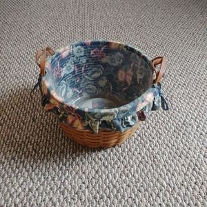 Longaberger 13 Inch Basket With Fabric And Liner for Sale in Lovettsville, VA