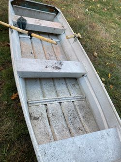 10ft John boat with electric motor for Sale in Framingham,  MA