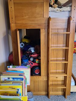 Bunk/Trundle Bed W/ Desk And Dresser for Sale in Gresham,  OR