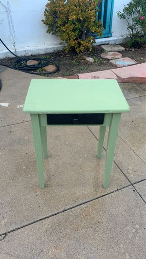 Green night stand / small table for Sale in Pasadena, CA