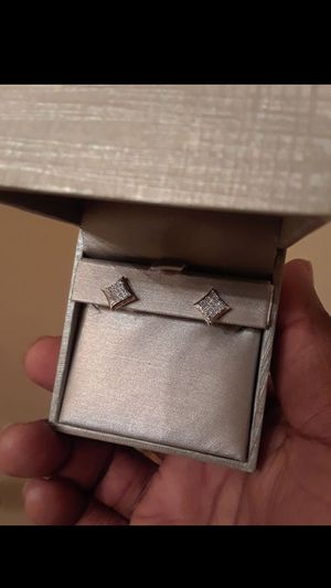10k diamond yellow & white gold earrings. BRAND NEW! NEVER USED! for Sale in Hyattsville, MD