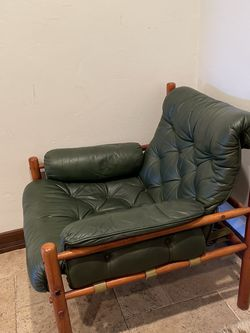 Green Button Leather & Wood Lounger for Sale in Los Angeles,  CA