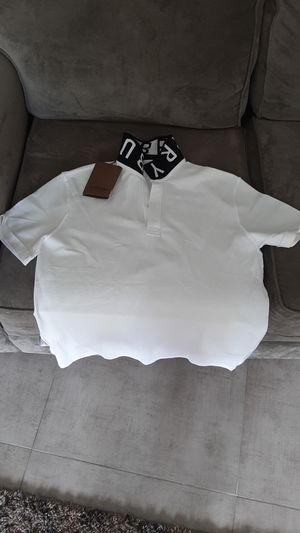 Burberry t shirt for Sale in Kissimmee, FL