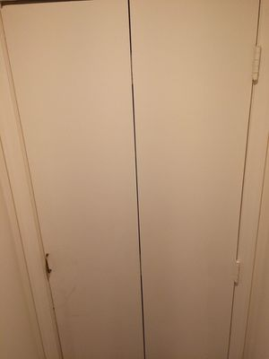 Wood door (bifold with handle) - excellent condition for Sale in Queens, NY