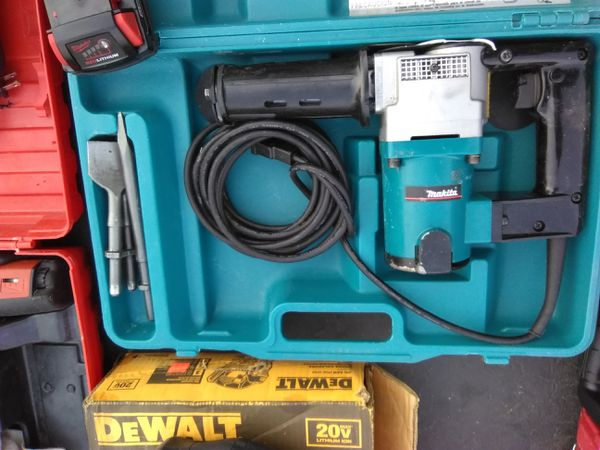 MAKITA HK1810 POWER SCRAPER LIKE NEW CONDITION CASI NUEVO WITH 3 BITS!! for  Sale in Torrance, CA - OfferUp