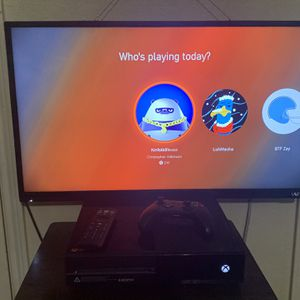 32 Inch Vizio Smart Tv/Xbox 1 bundle for Sale in Garland, TX