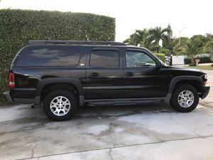 Chevrolet Suburban Z71 for Sale in Hialeah, FL
