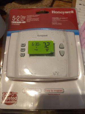 Honeywell 5·2 Programmable Thermostat for Sale in Clarksville, IN