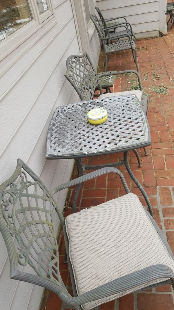 Patio furniture, 12 chairs, 3 tables, 5 side tables