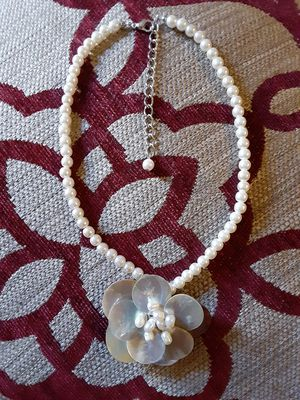FLOWERS NECKLACE for Sale in Vacaville, CA