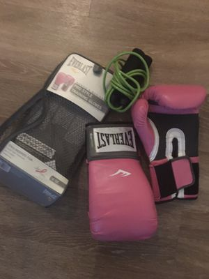 Women's boxing gloves / jump rope for Sale in Orlando, FL